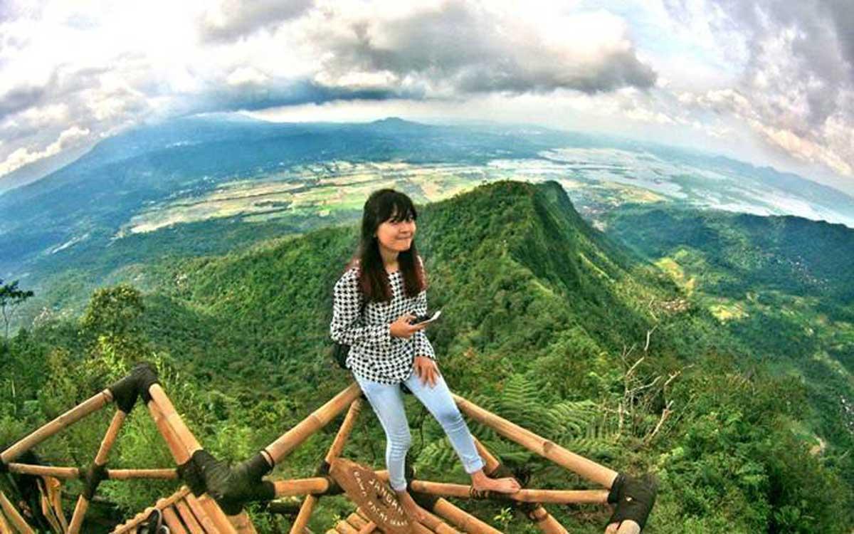 Wisata Gardu Pandang Lereng Kelir Menjadi Favorit Para Travelers